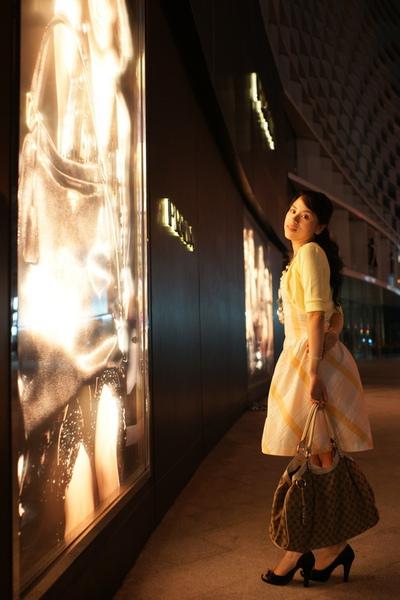 2009-10-31-百貨牆外拍精選#03.JPG