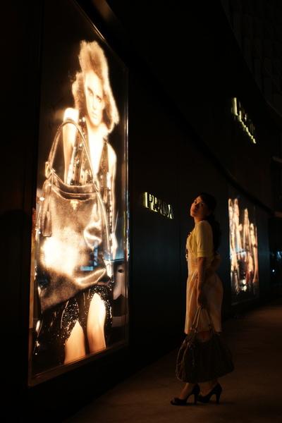 2009-10-31-百貨牆外拍精選#04.JPG