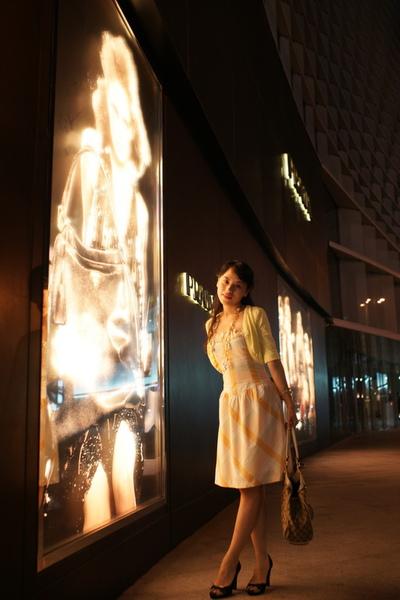 2009-10-31-百貨牆外拍精選#08.JPG