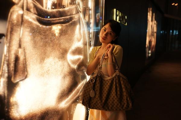 2009-10-31-百貨牆外拍精選#09.JPG