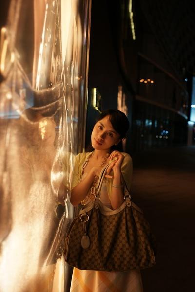 2009-10-31-百貨牆外拍精選#10.JPG
