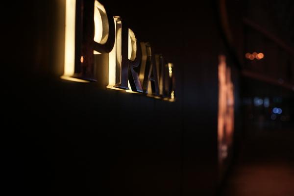 2009-10-31-百貨牆外拍精選#11.JPG