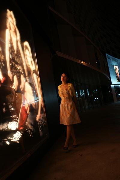 2009-10-31-百貨牆外拍精選#12.JPG