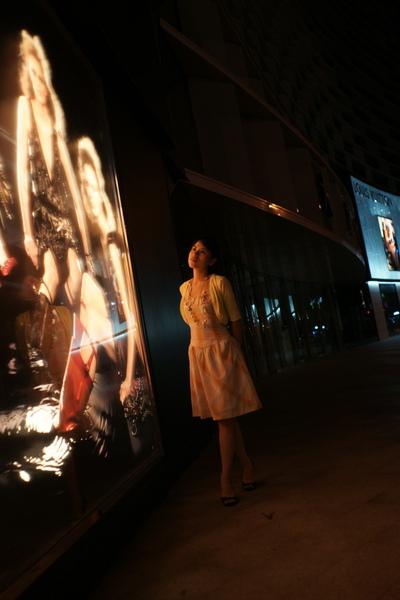 2009-10-31-百貨牆外拍精選#13.JPG