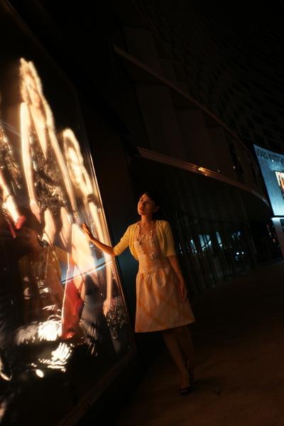 2009-10-31-百貨牆外拍精選#14.JPG