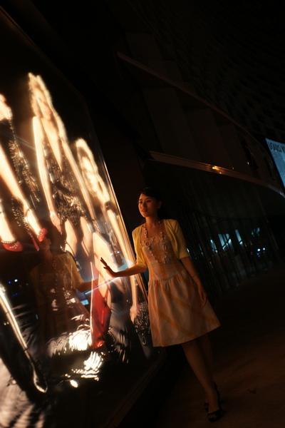 2009-10-31-百貨牆外拍精選#15.JPG