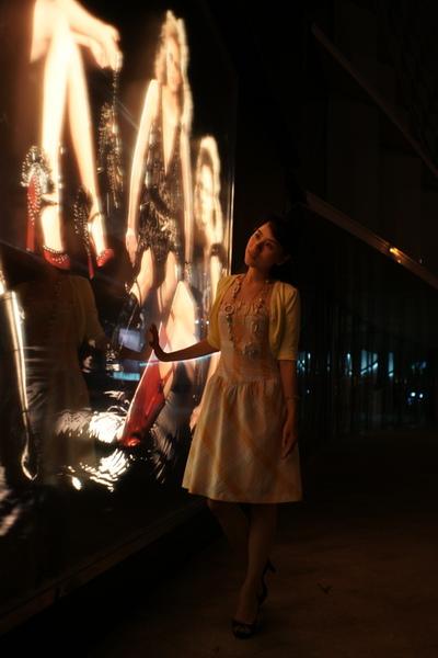 2009-10-31-百貨牆外拍精選#16.JPG
