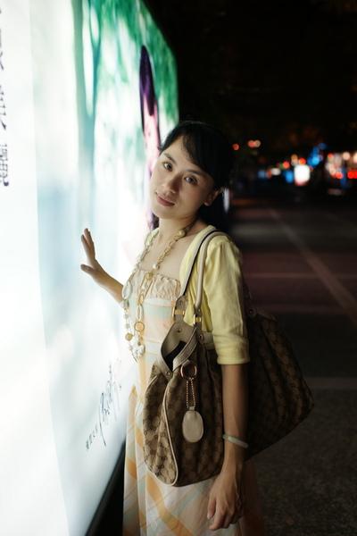 2009-10-31-百貨牆外拍精選#17.JPG