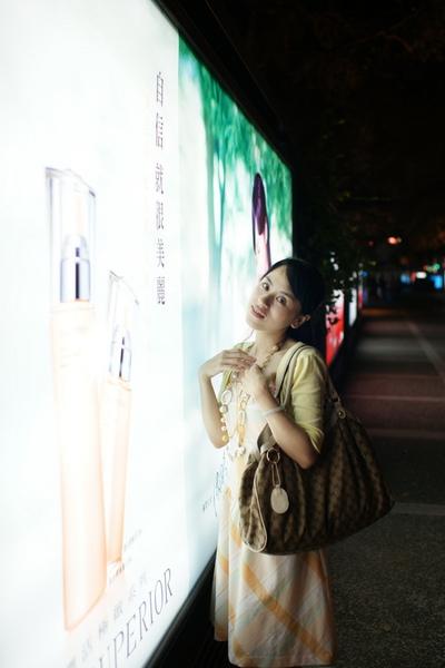 2009-10-31-百貨牆外拍精選#18.JPG