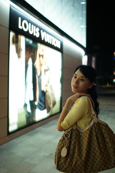 2009-10-31-百貨牆外拍精選#24.JPG