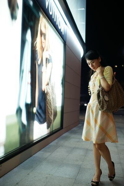 2009-10-31-百貨牆外拍精選#25.JPG