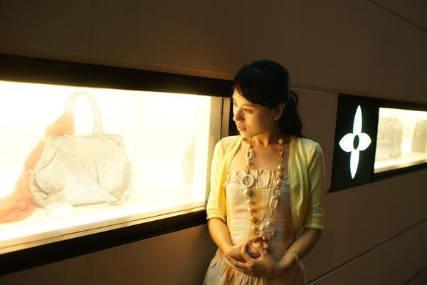 2009-10-31-百貨牆外拍精選#26.JPG