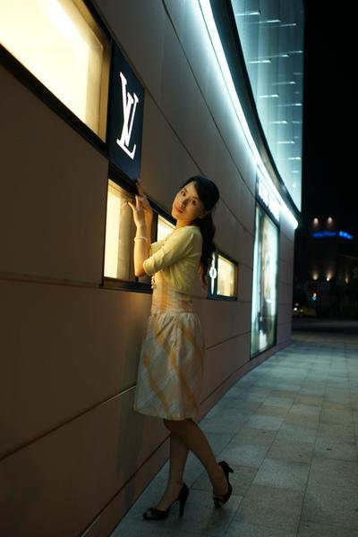 2009-10-31-百貨牆外拍精選#27.JPG