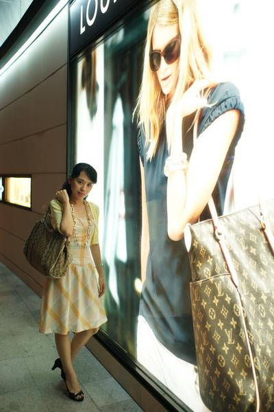2009-10-31-百貨牆外拍精選#28.JPG