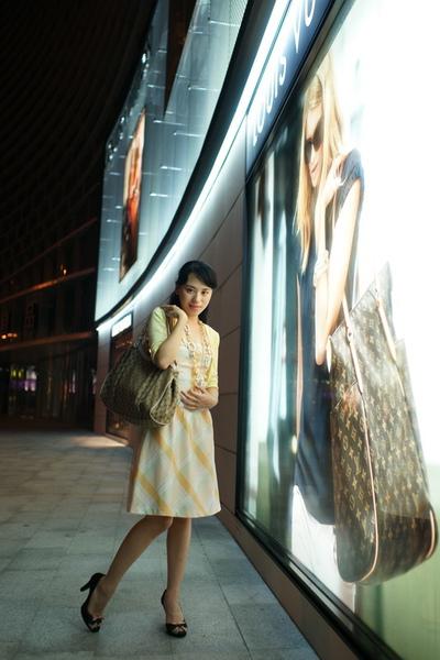 2009-10-31-百貨牆外拍精選#29.JPG