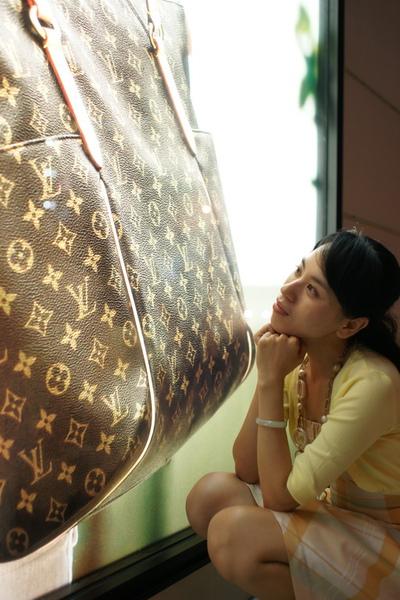 2009-10-31-百貨牆外拍精選#30.JPG