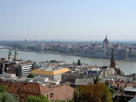 漁夫城堡俯瞰布達佩斯和多瑙河(1).JPG