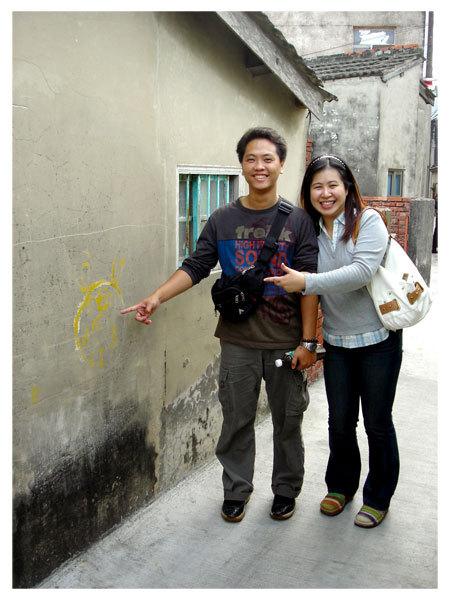 發現牆上有人用黃油漆畫了一隻豬頭