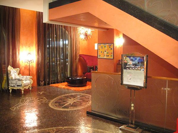 20100604AM1204公寓另一角裝飾用.JPG