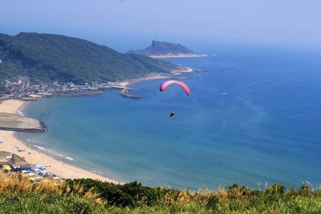 萬里】我的夢想飛行‧初體驗~ 野馬飛行傘@ * 焦糖家的幸福事* :: 痞客邦::