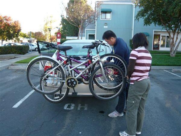 第一次帶腳踏車...好好玩!!