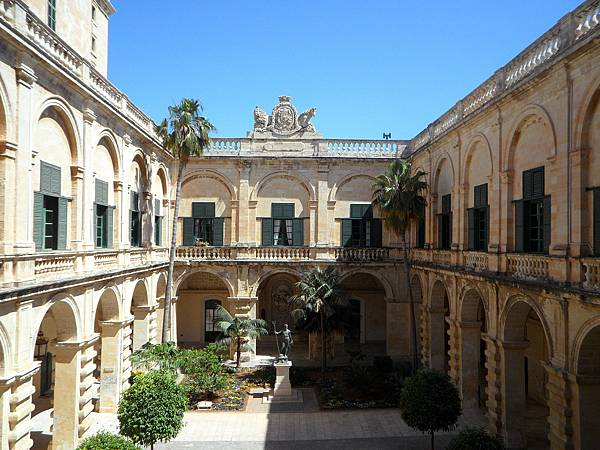 grand-masters-palace-116602_1280