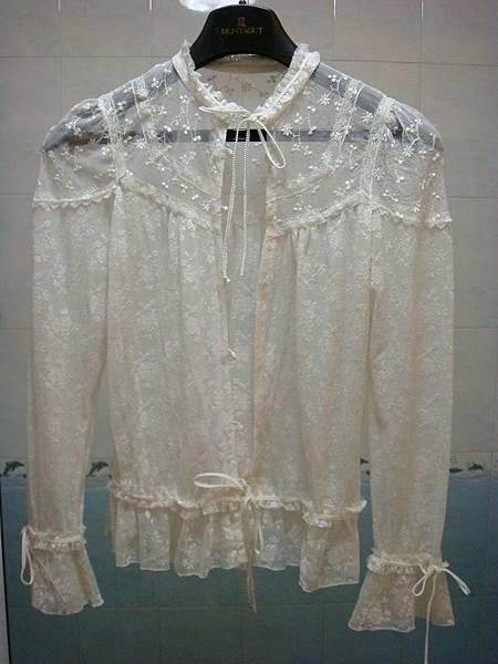 白色蕾絲長袖罩衫