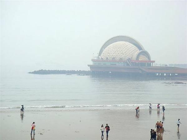 36海面上這特殊球體其實是酒店.jpg