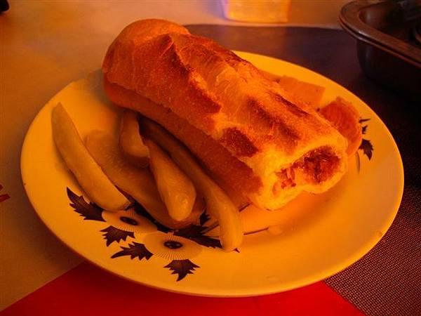12除了覺得火腿有點生,麵包口味很優.jpg