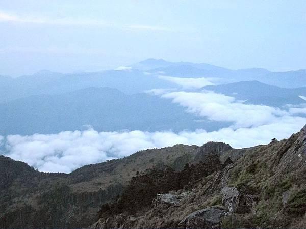 凌晨高山雲霧