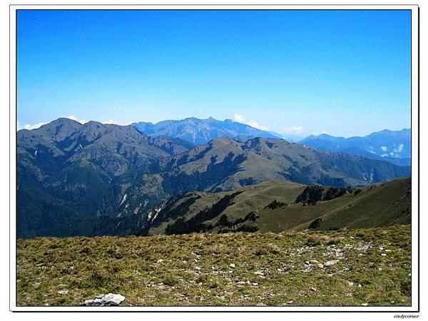 聽說三叉山遠眺的這山群是玉山主峰, 南二段...jpg