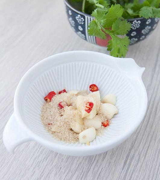 香煎雞肉佐寮風酸辣醬汁 - 4