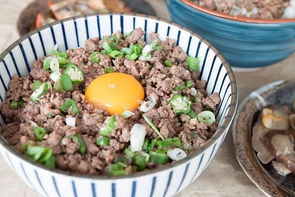 月見味噌牛肉丼 - 1