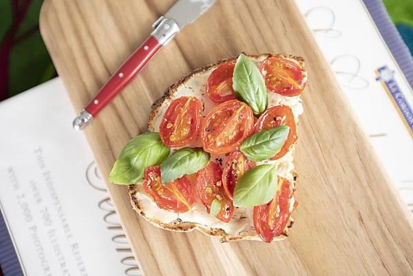 鄉村麵包搭瑞可達、小番茄、羅勒 - 4