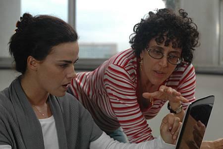 5-Ana Paula Arosio and the director Malu De Martino; photo by Heloisa Passos.jpg