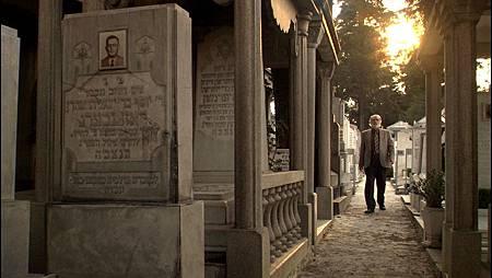 jose en cementerio final.jpg