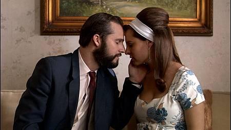 jose y nora jovenes beso.jpg