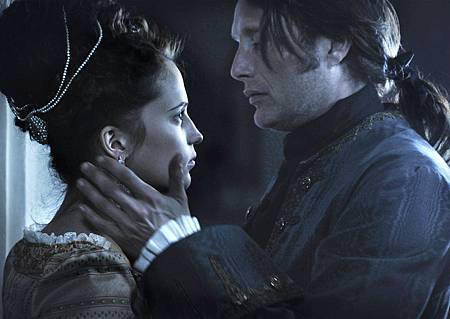 A Royal affair_5_From left Alicia Vikander and Mads Mikkels2