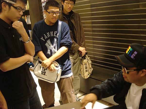 有學生請教迪拉胖如果在學校創DJ社的問題
