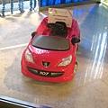 Peugeot 給小朋友開的玩具車.jpg