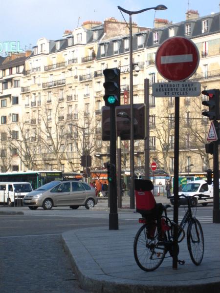 下面有迷你紅綠燈.jpg