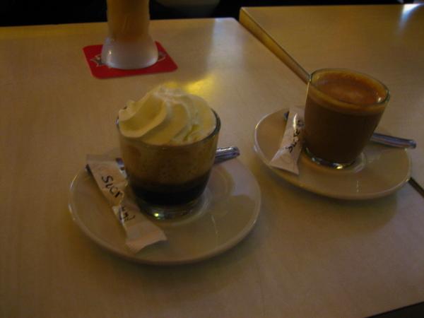小小杯的咖啡.jpg