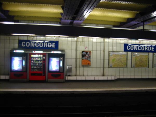 巴黎地鐵站.jpg