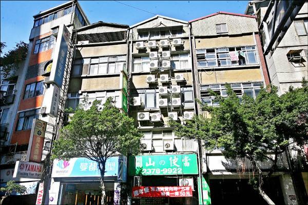 600_149_4樓公寓外掛24台冷氣 無法管問號.jpg