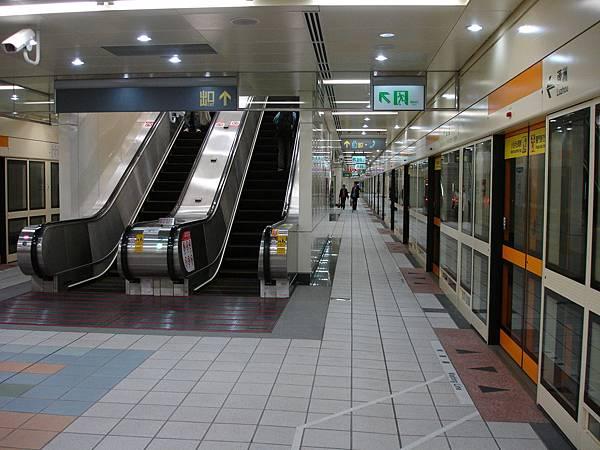 中山國小站月台寬度