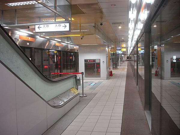 西子灣站月台寬度