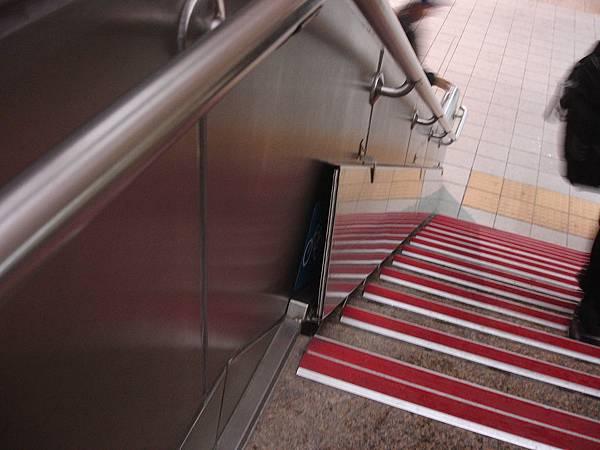 紅樹林站樓梯自行車坡道