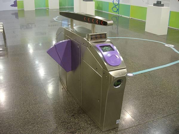 機場捷運驗票閘門模型