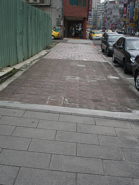 三代人行道地磚