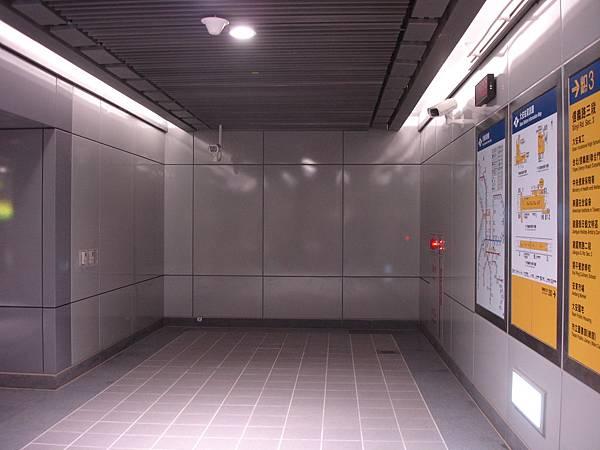 大安站出口電梯位置現況